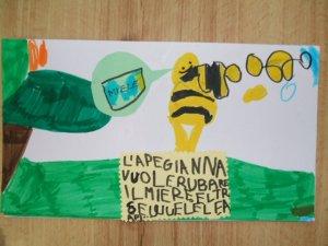 L'ape Gianna è golosa!! Vuole rubare il miele e segue le altre api...